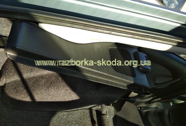1U6867763 полка багажника левая б/у Шкода Октавия Тур
