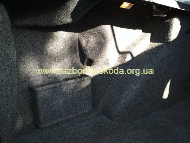 обшивка багажника левая бу Шкода Октавия Тур