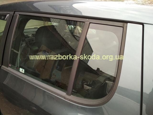 Стекло глухое (форточка) задней левой двери б/у Skoda Fabia New