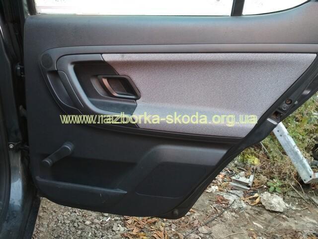 5j6867210 карта (обшивка) задней правой двери б/у Skoda Fabia New