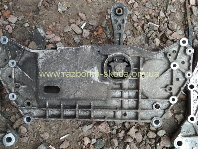 1K0199369G подрамник передней подвески Шкода Октавия А5