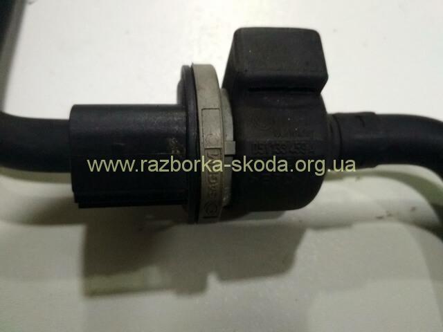 клапан вентиляции топливного бака б/у Skoda Octavia A5