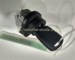 Личинка с ключом новая Skoda Fabia, Octavia, Superb