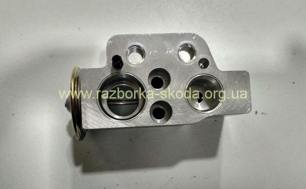 1K0820679 Расширительный клапан ТРВ 1K0820679 Skoda Octavia A5