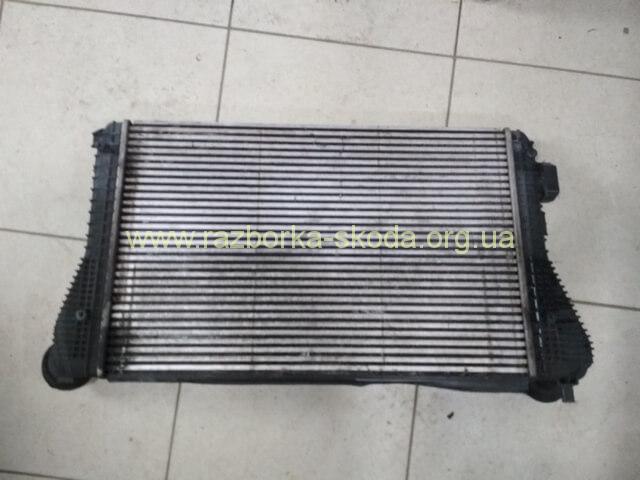 1K0145803L радиатор интеркуллера б/у Шкода Октавия А5 2.0 TFSI