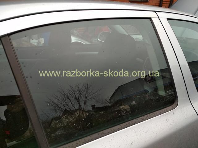 1Z5845206B Стекло задней правой двери б/у Шкода Октавия А5