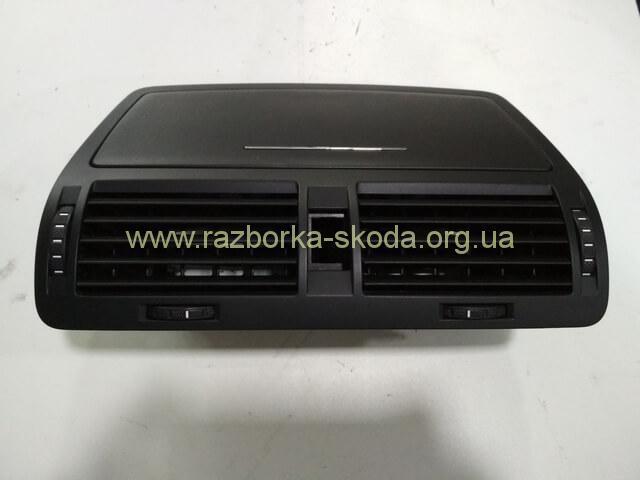 1Z0820951 Дефлектор центральный воздухозаборника б/у Шкода Октавия А5
