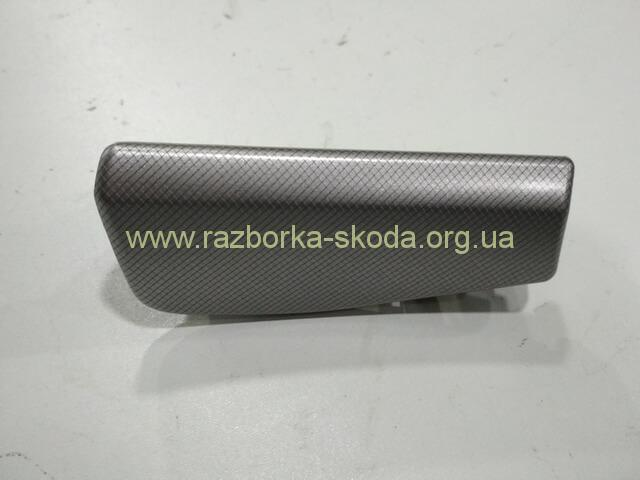1Z1858415 Накладка декоративная на торпеду Шкода Октавия A5 2004-2013